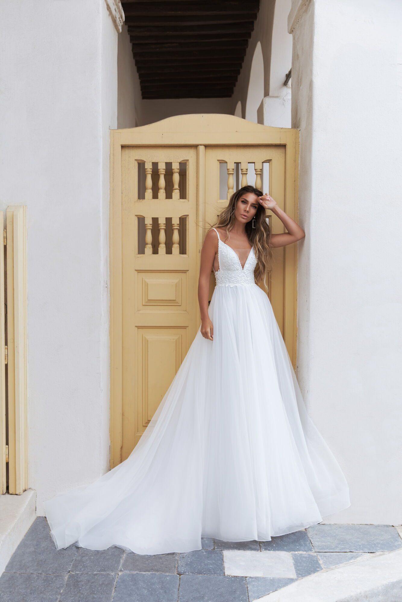 Sněhově bílé boho svatební šaty