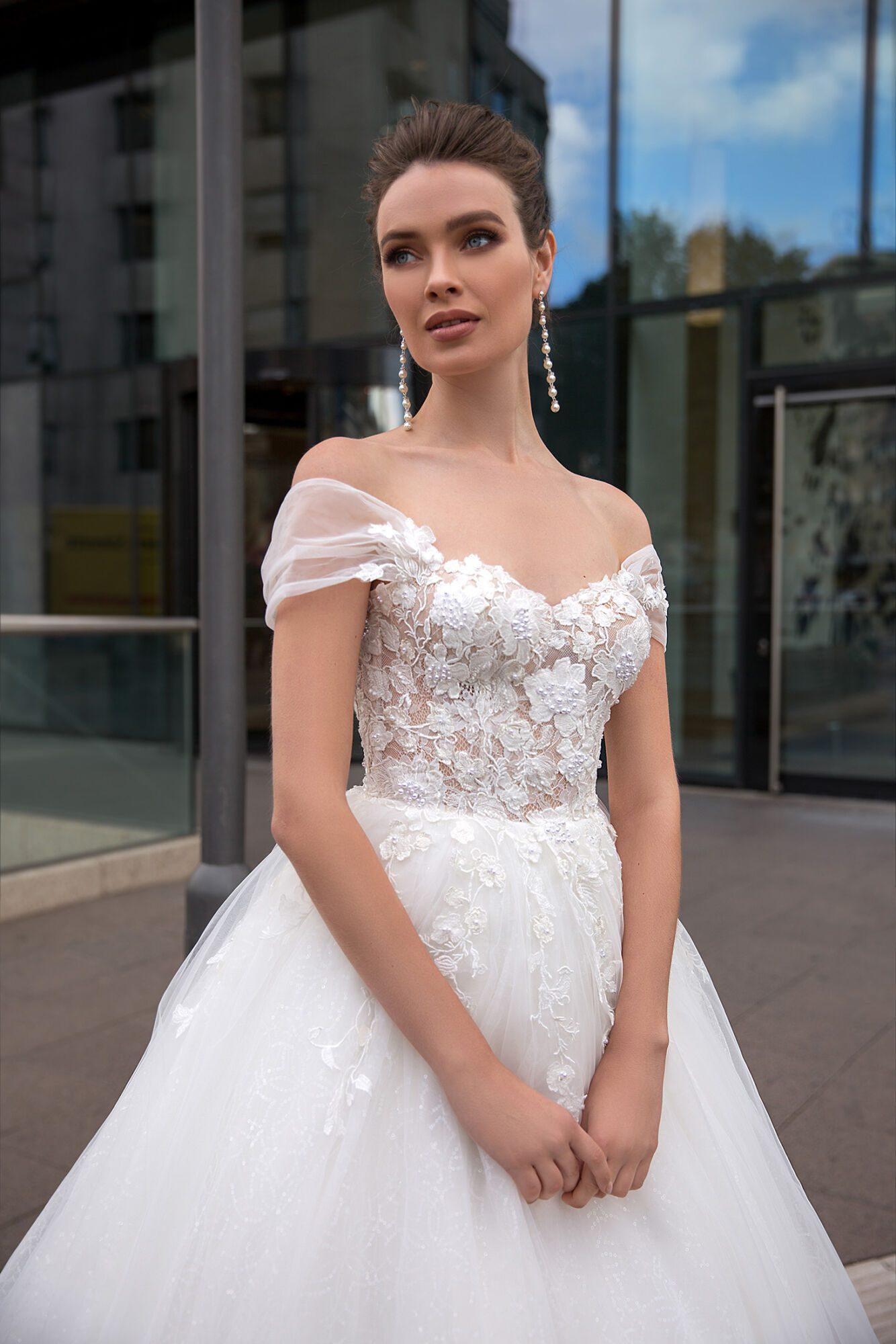 Svatební šaty s odepínacími spadlými ramínky