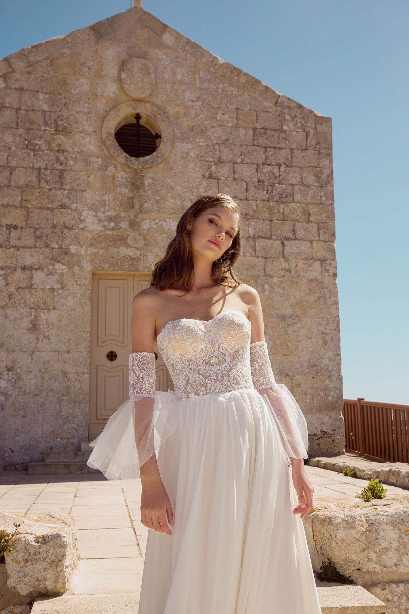 Boho svatební šaty s odepínacími rukávy