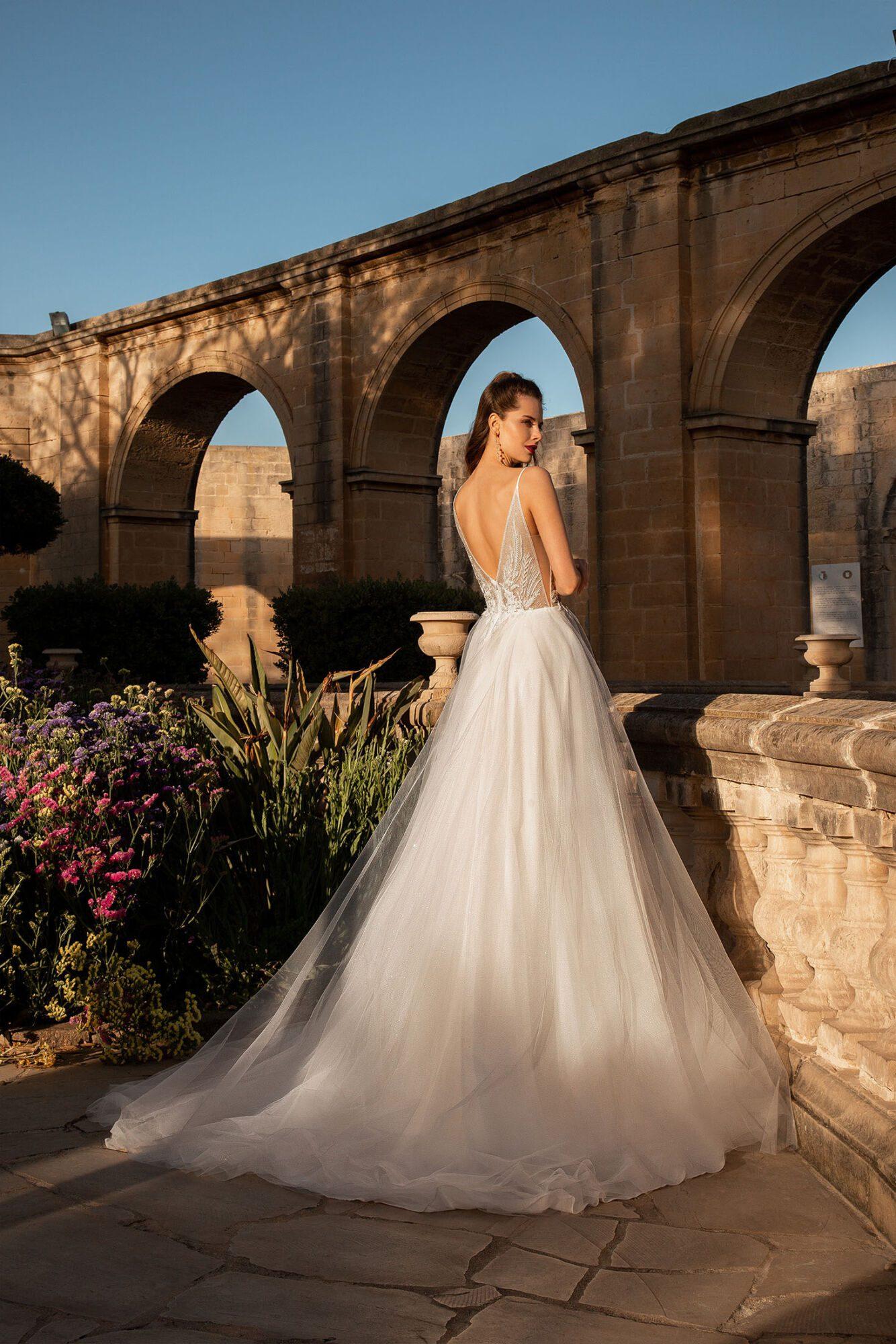 Boho svatební šaty s peříčky