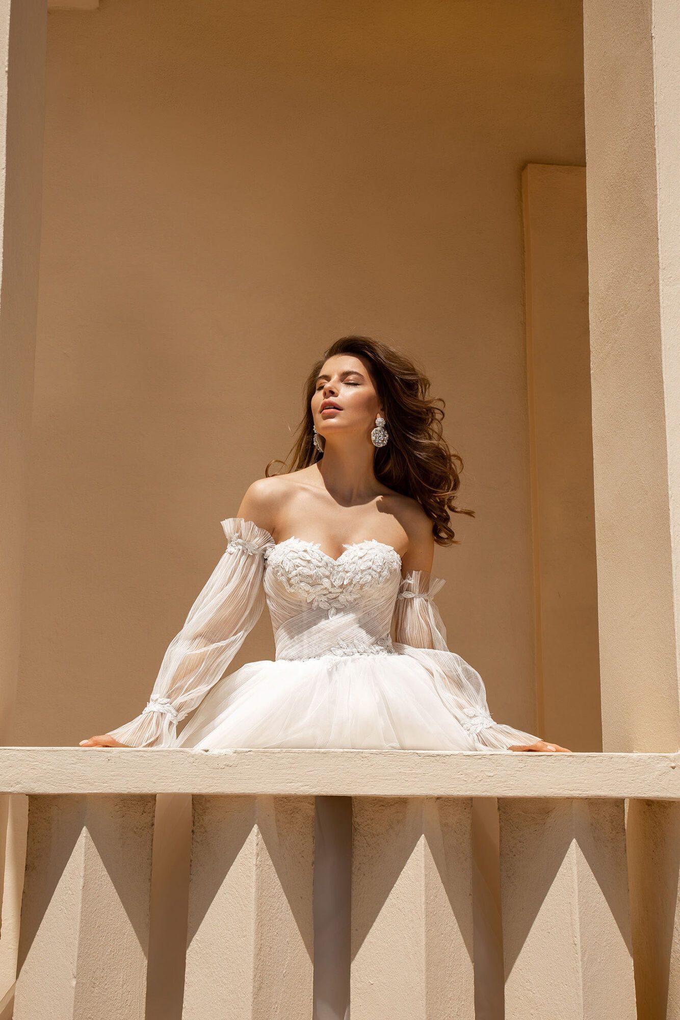 Korzetové svatební šaty s odepínacími rukávy