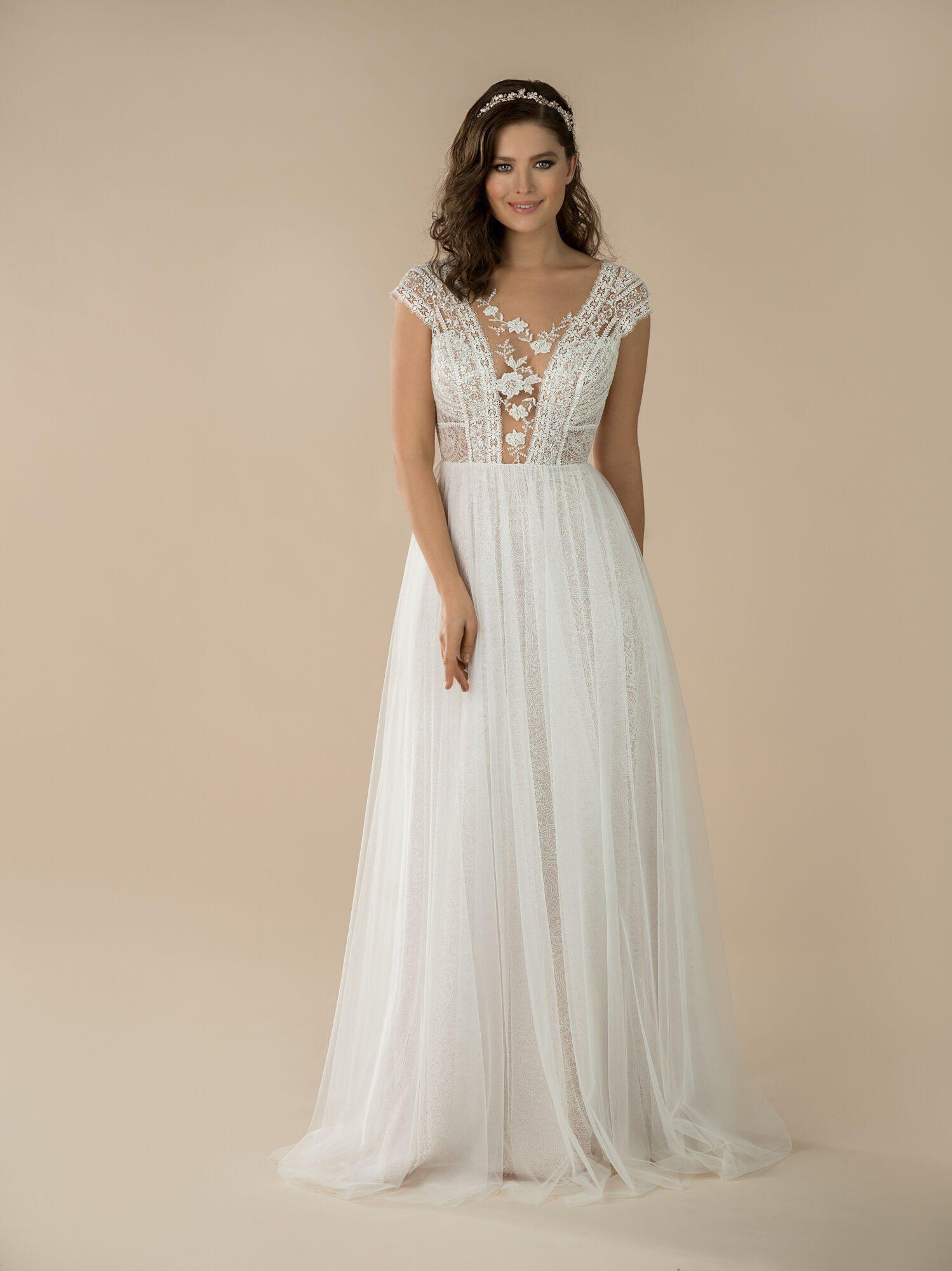 Svatební šaty s mašličkami na statek