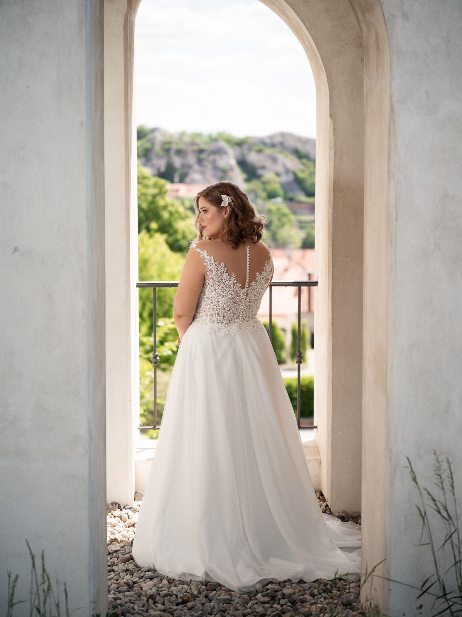Boho plus size svatební šaty
