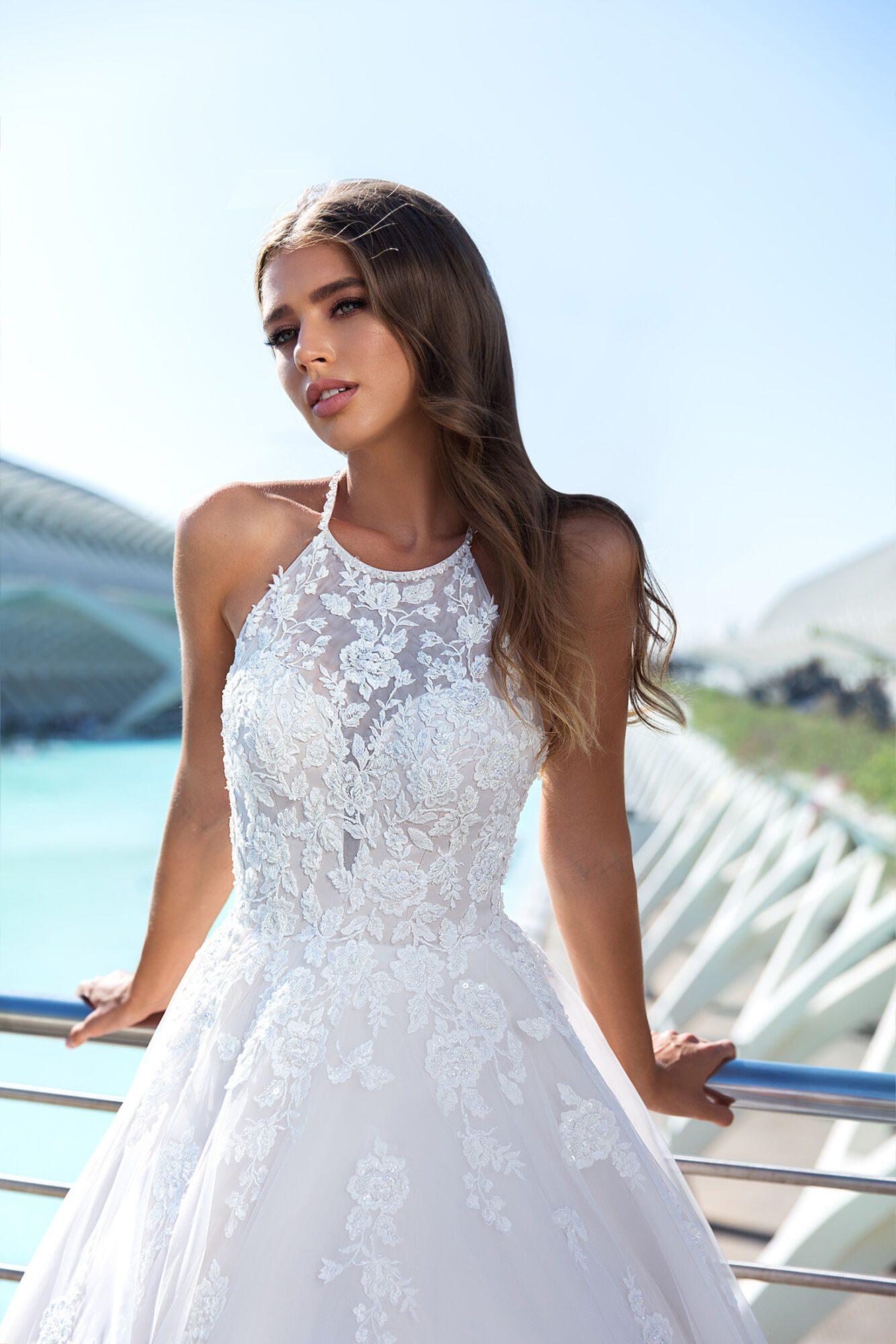 Svatební šaty s odhalenými zády