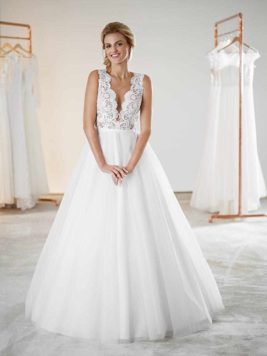 Jednoduché svatební šaty s krajkou