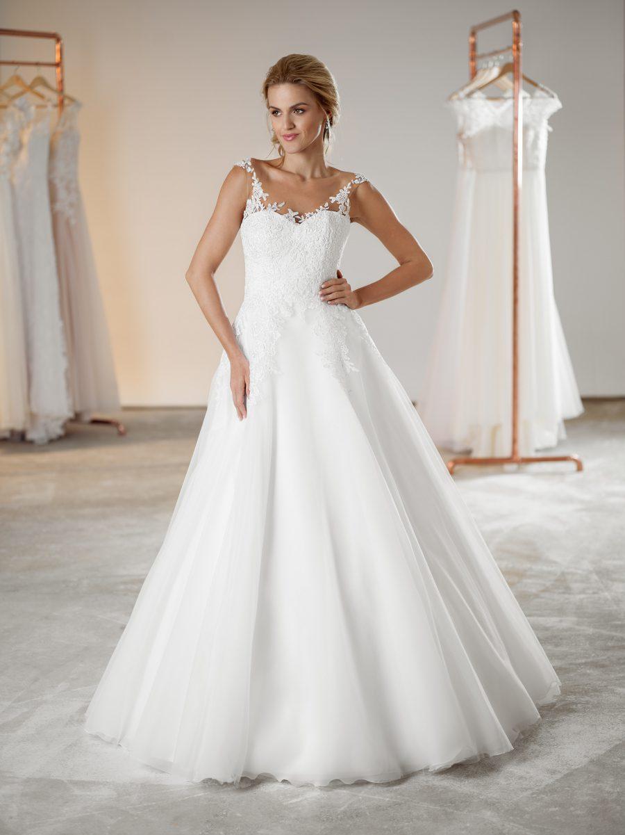 Sněhově bílé svatební šaty s krajkou