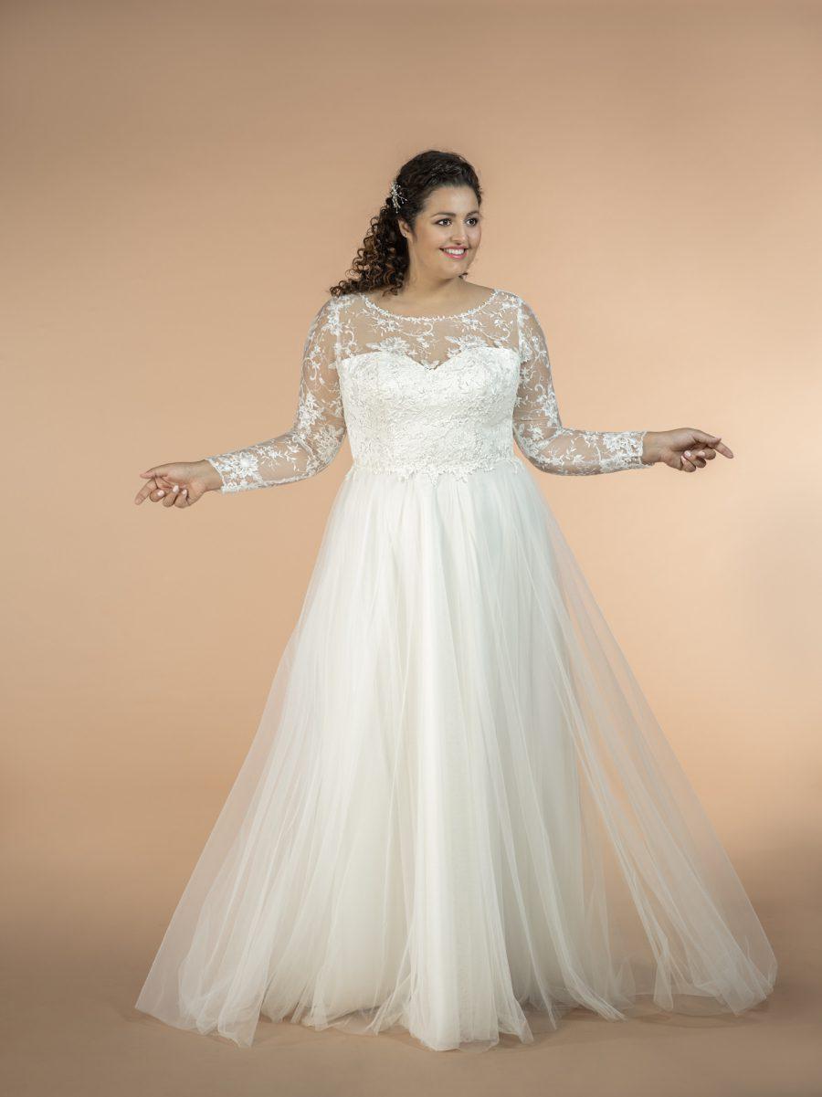 Plus size svatební šaty s dlouhým rukávem