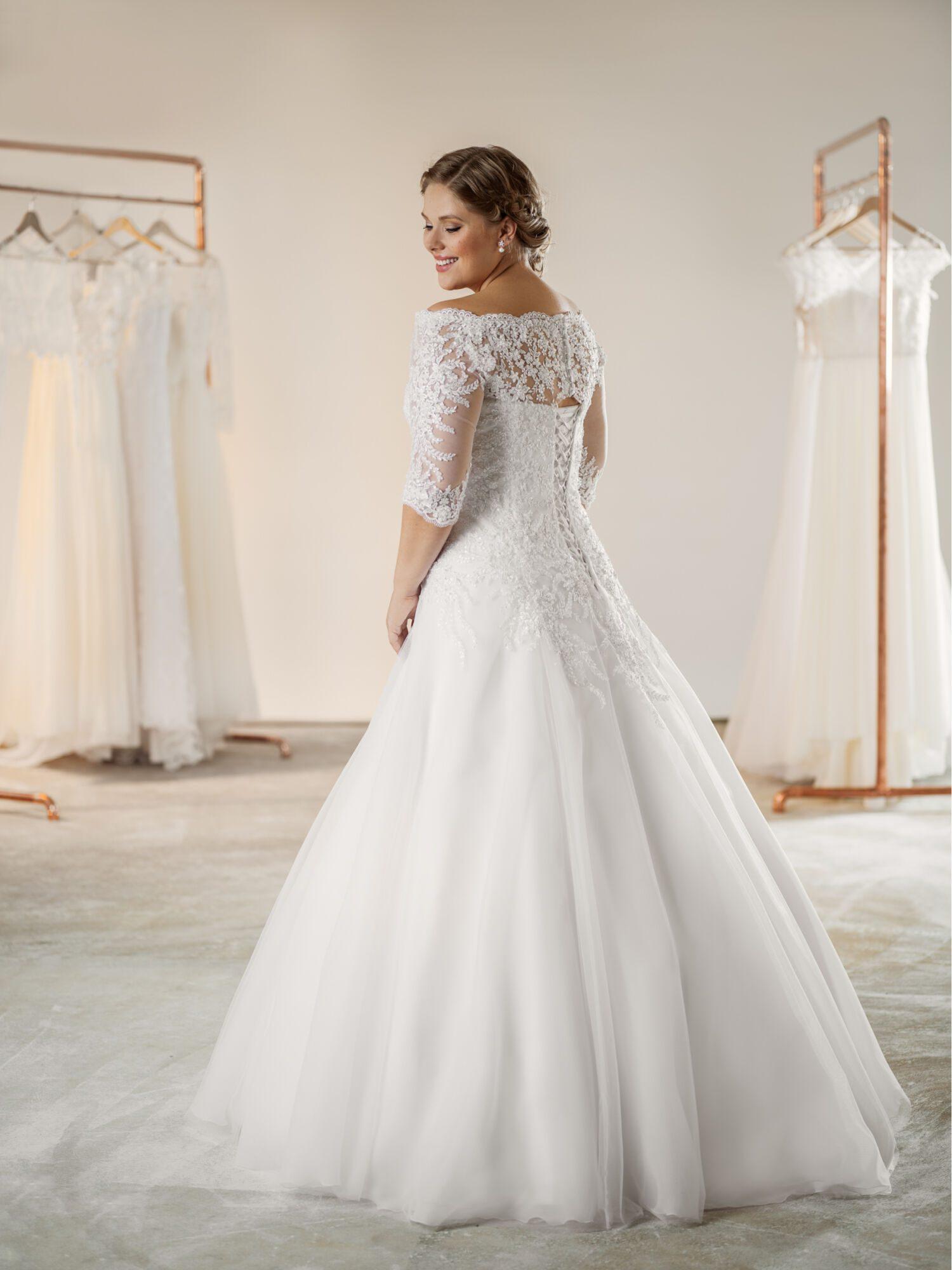 Plus size svatební šaty s výstřihem ve tvaru lodičky