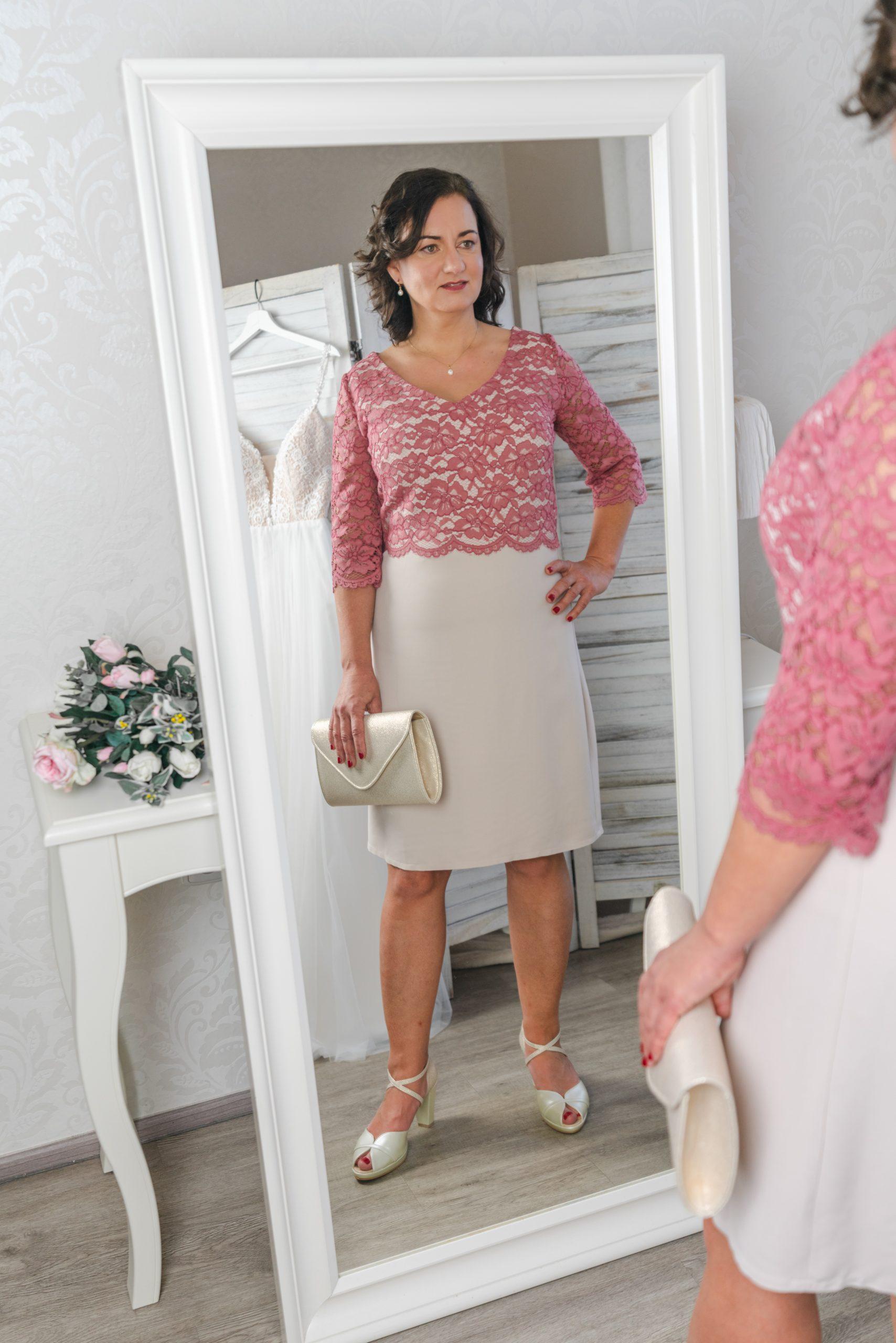 Šaty pro maminky na svatbu